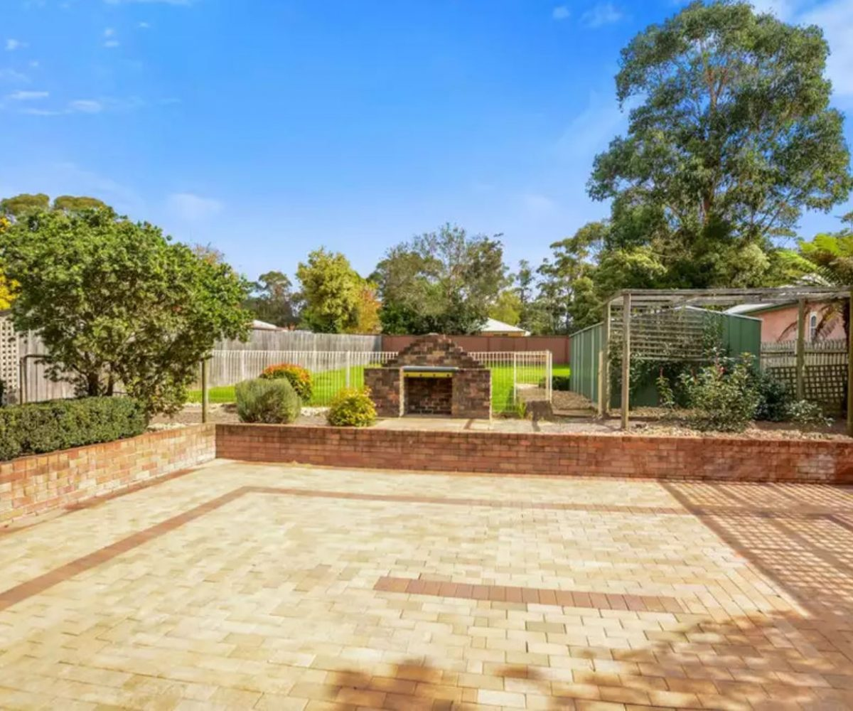 64-Banksia-Drive-Colo-Vale-Entertaining Area