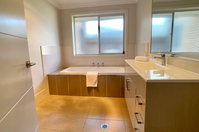 32 Alpine Place, Carnes Hill - Bathroom