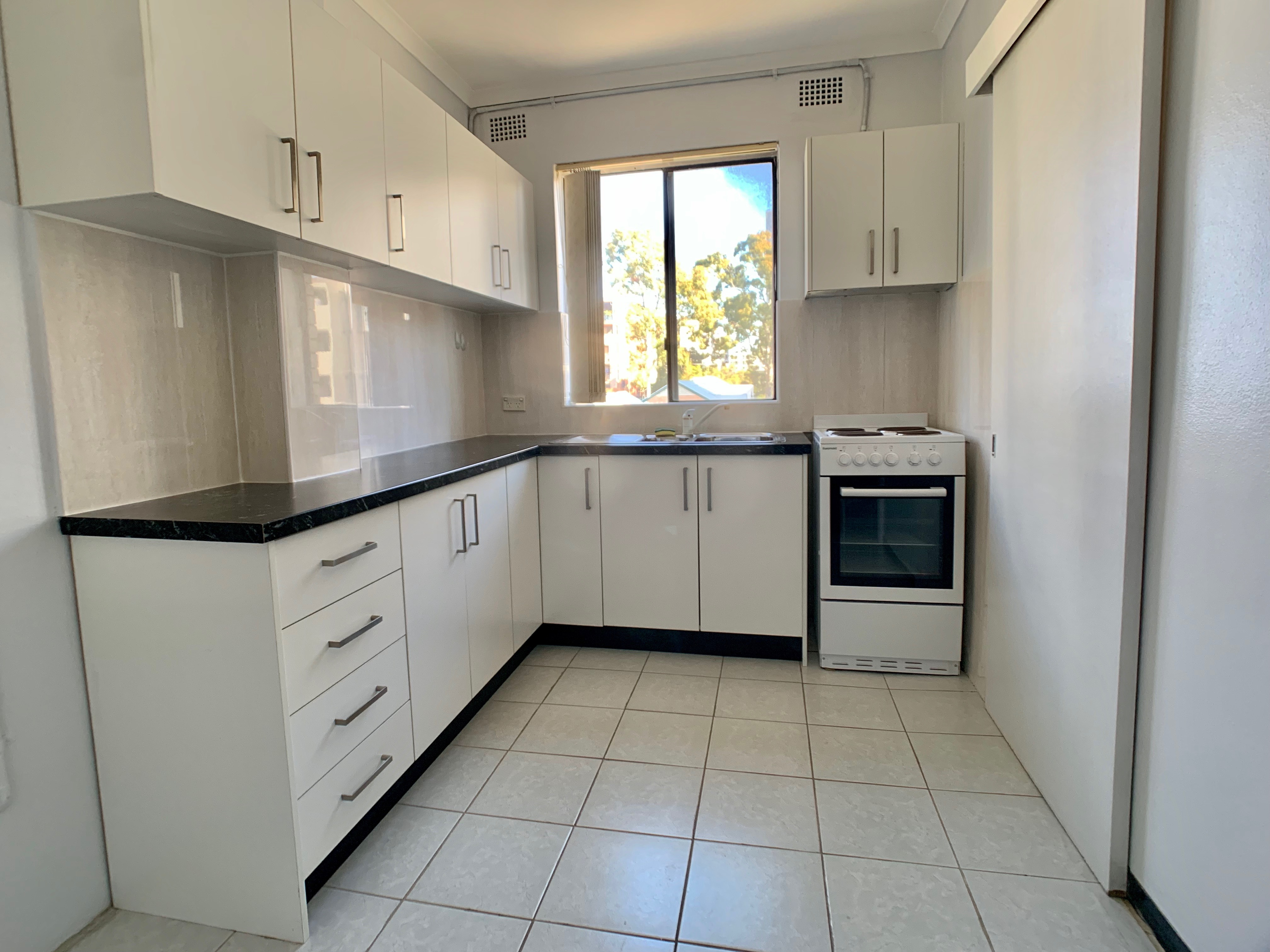 8/8 Goulburm Street - Kitchen