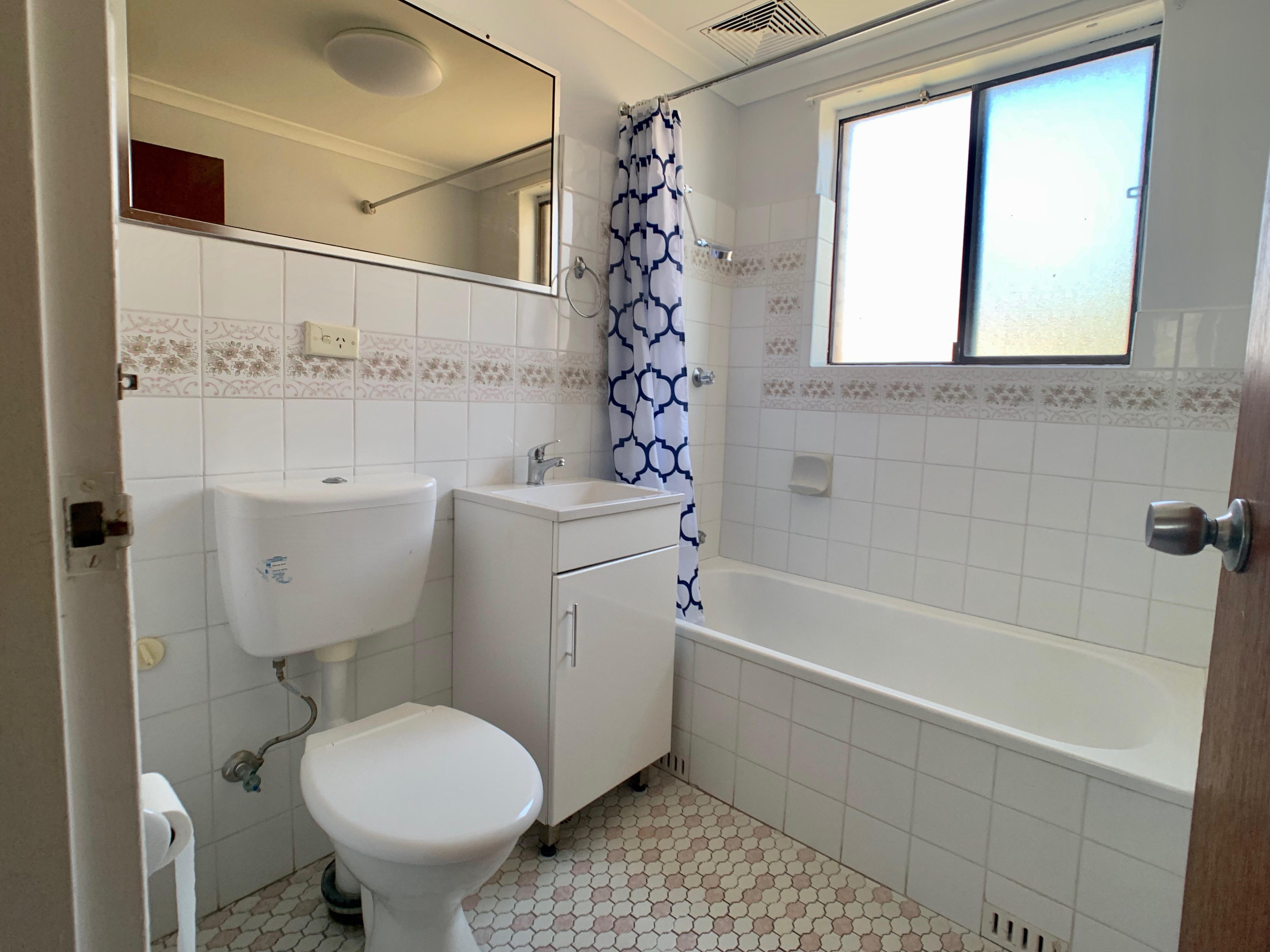 8/8 Goulburm Street - Bathroom